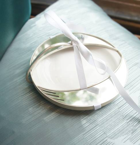 4. Kathleen Reilly - Silver, Stainless steel, ribbon & starter plate - Place Setting_1.jpeg