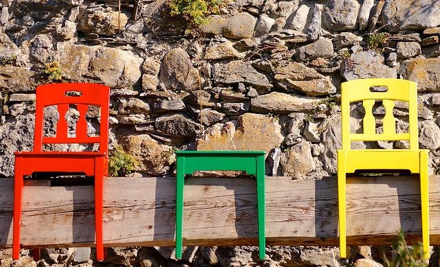 chairs-971910_640.jpg