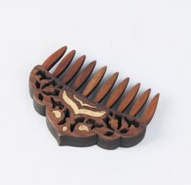 teak-wood-cutwork-comb