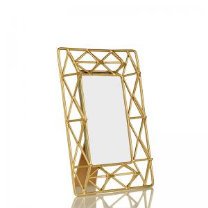 gold-pyramid-photoframe - photo-frames
