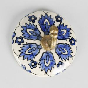 ceramic-round-handpainted-peg - wall-accents